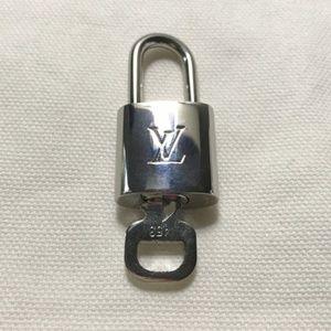 Louis Vuitton Silver Lock & Key 453